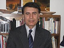 Houchang Hassan-Yari